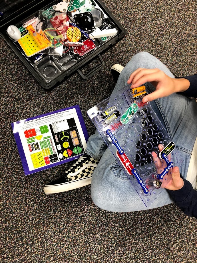 Introducing Circuits in Your Makerspace